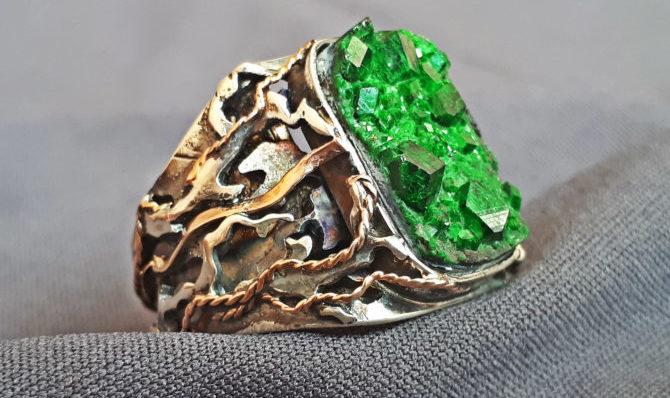 Кольцо из серебра с уваровитом