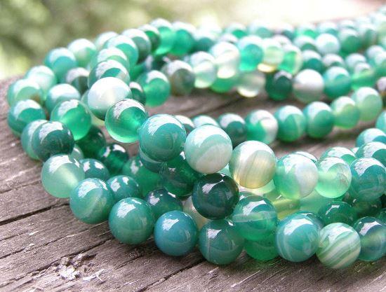Камни зеленого агата