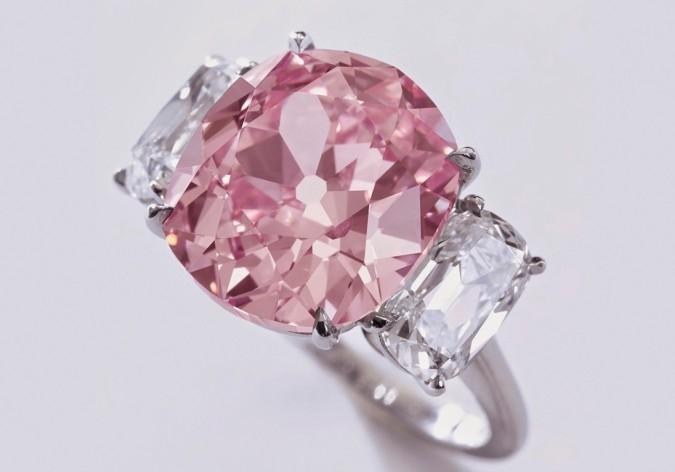 Кольцо с розовым бриллиантом