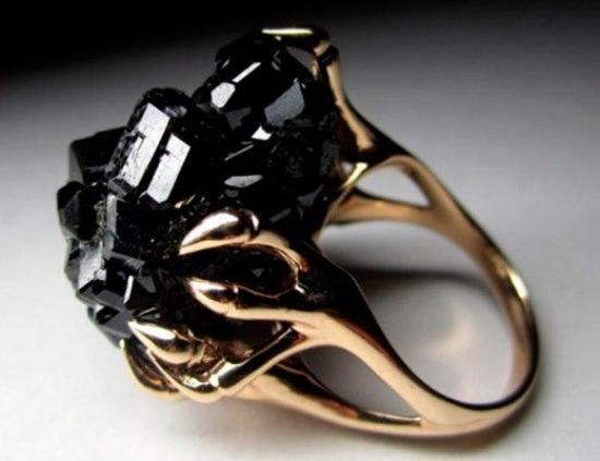 Золотое кольцо с черным турмалином
