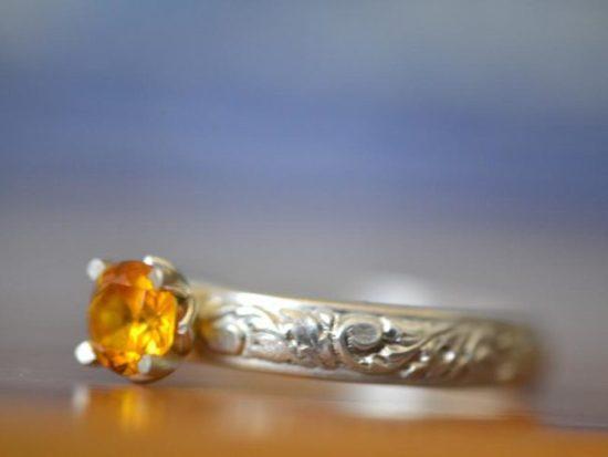 Кольцо с жёлтым сапфиром