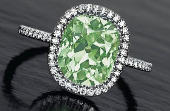 Кольцо с зеленным бриллиантом