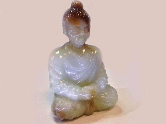 Фигурка Будды из белого нефрита