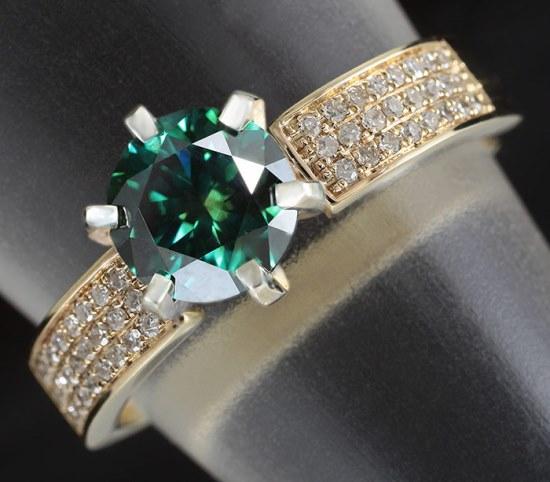 Кольцо с сине-зеленым бриллиантом