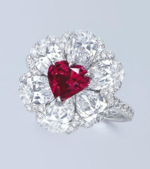 Кольцо с красным алмазом