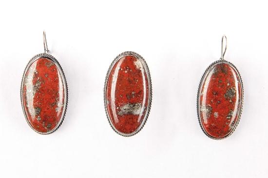 Набор серебряных украшений с камнем кровавая яшма