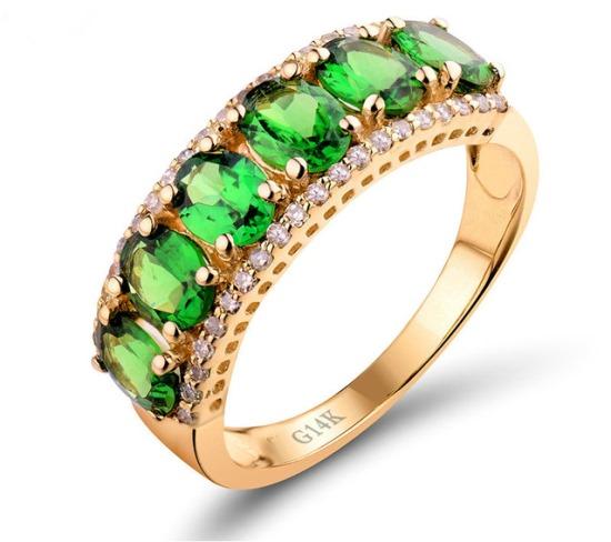 Кольцо с зелеными алмазами