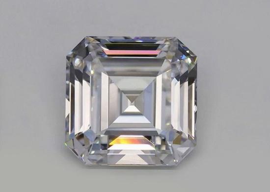Бесцветный искусственный бриллиант