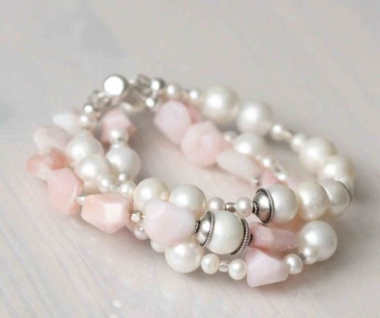 Трёхрядный браслет из розового опала, жемчуга и серебра