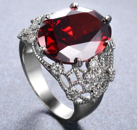 Перстень с красным алмазом