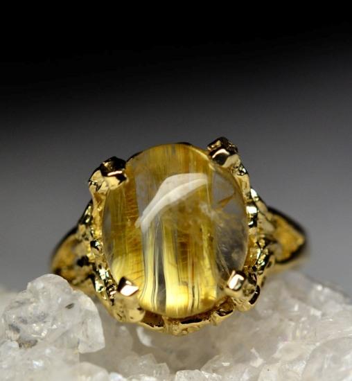 Кварц волосатик в золотом кольце