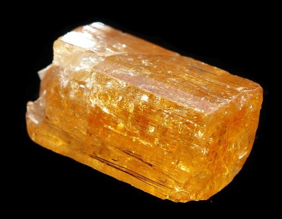 Камень жёлтый топаз