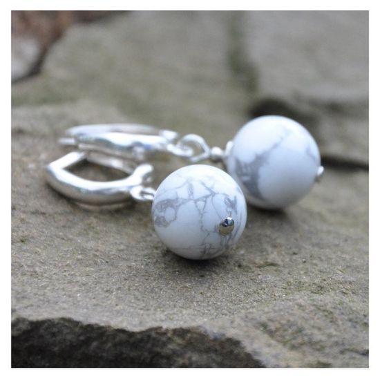 Серьги с камнем кахолонг