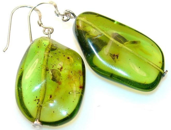 Серьги из янтаря зеленого цвета
