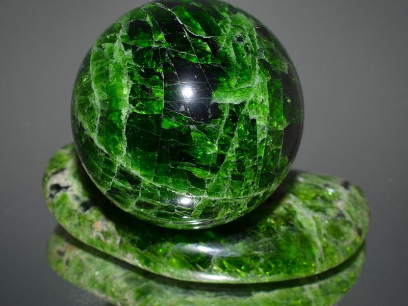 Сувенир из зеленого минерала