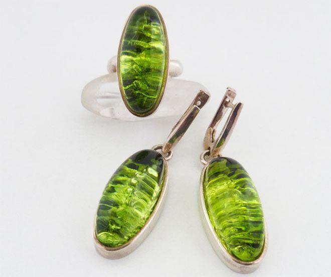 украшения с зеленым янтарем