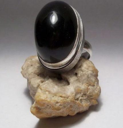 Кольцо с черным янтарем