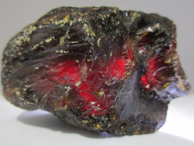 темно красный янтарь