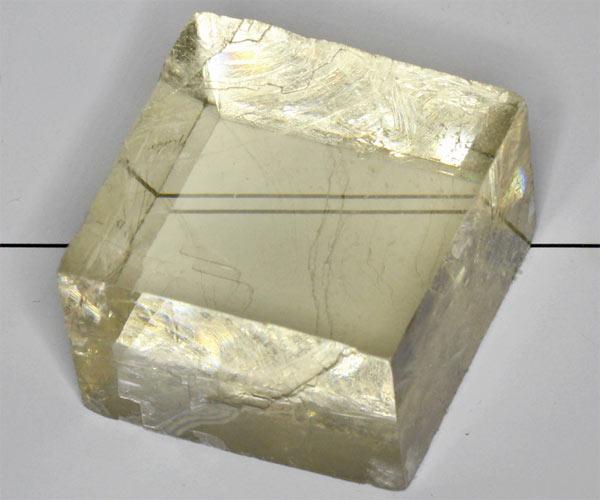камень исландский шпат