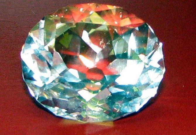 Стеклянная копия алмаза после переогранки