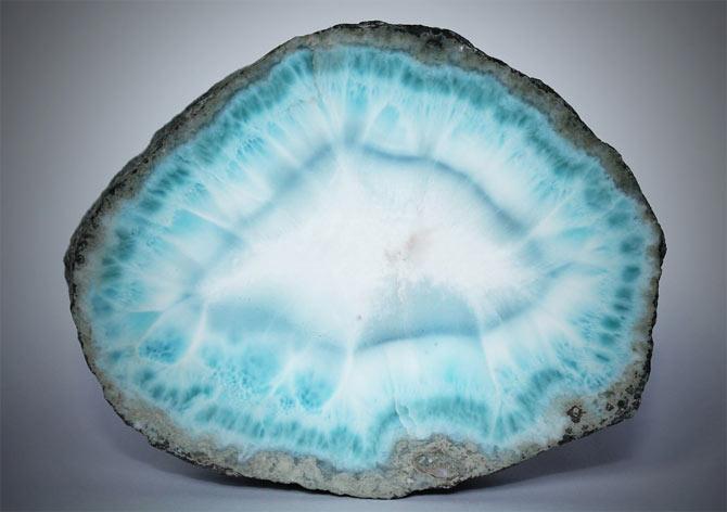 Ларимар лазурный минерал