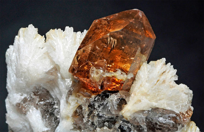 альбит кристалл