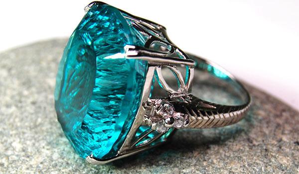кольцо с апатитом