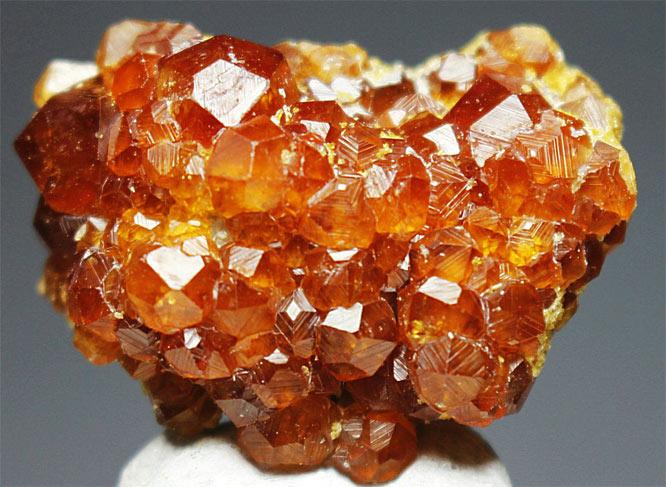 кристалл спессартин
