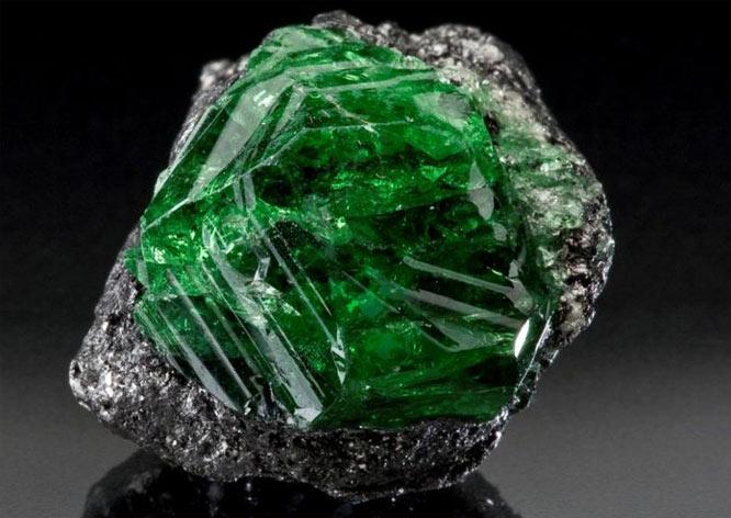 минерал цаворит