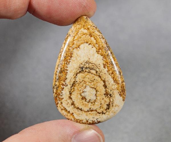 Песочная яшма камень