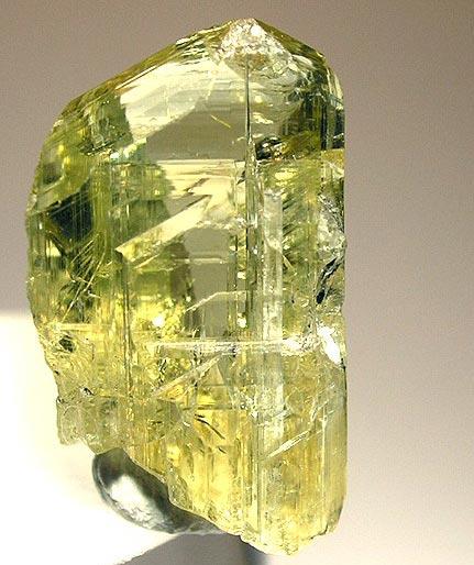 Жёлтый кристалл цоизита
