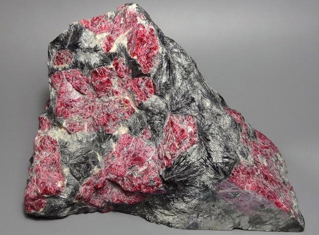 минерал эвдиалит