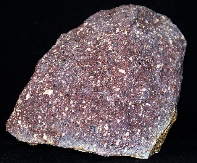 Бескварцевый порфир, бурый цвет связан с железом