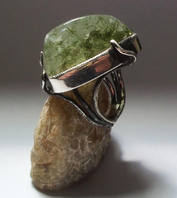 кольцо с эпидотом