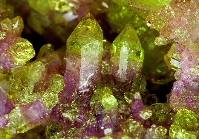кристаллы Везувиан