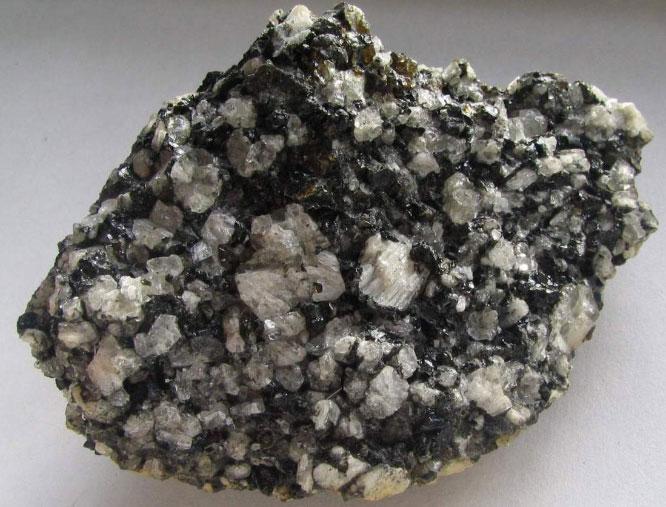 Анортит минерал