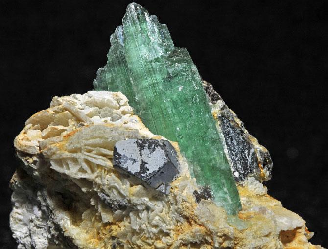 Гидденит минерал