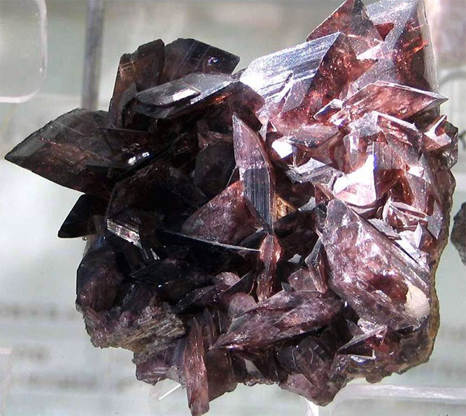 аксинит кристалл