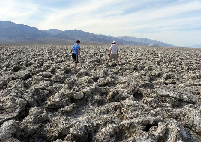 Отложения галита на дне пересохшего озера