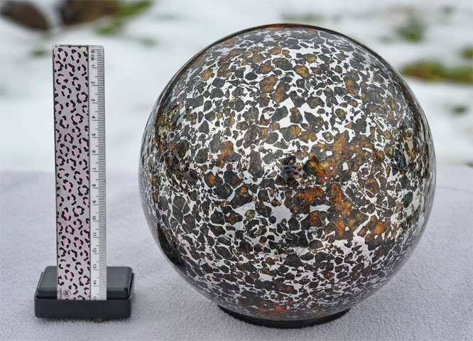 Отполированный метеорит Палласит