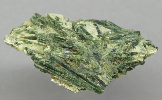 камень Актинолит