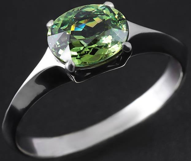 кольцо с андрадитом