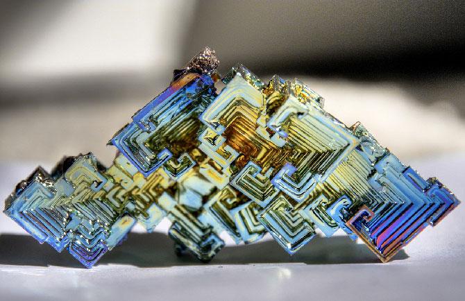Висмут кристалл