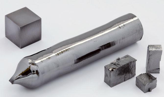 Тяжёлый твёрдый металл серого цвета - тантал