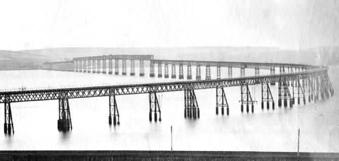 Оригинальный мост через Тей с севера (закончен в 1878 году)